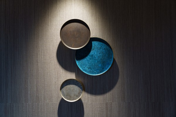 伝統的な銅器着⾊を⽤いた装飾(客室)