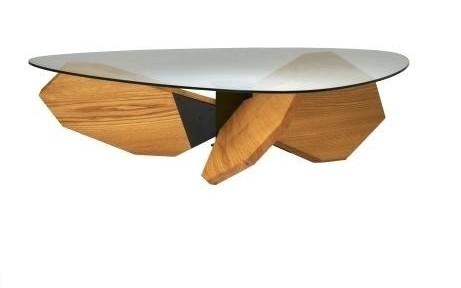船のスクリューをモチーフにしたAJIMのテーブル